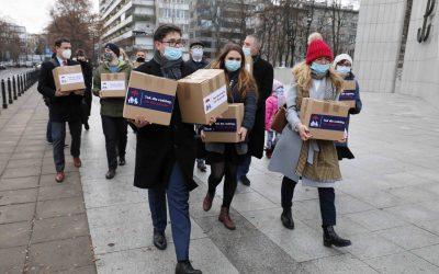 Sejm będzie musiał zająć się tematem wypowiedzenia Konwencji stambulskiej. 150 tys. podpisów złożone w Sejmie